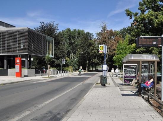 Die Haltestellen an der Graf-Adolf-Straße werden für die Bauarbeiten in die Dortmunder Straße verlegt.     Foto: Peter Fiedler
